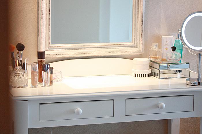 Valkoinen meikkauspöytä barokkityylinen 1