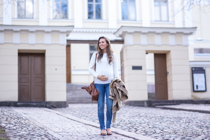 maternity jeans and white knit (5 of 6)