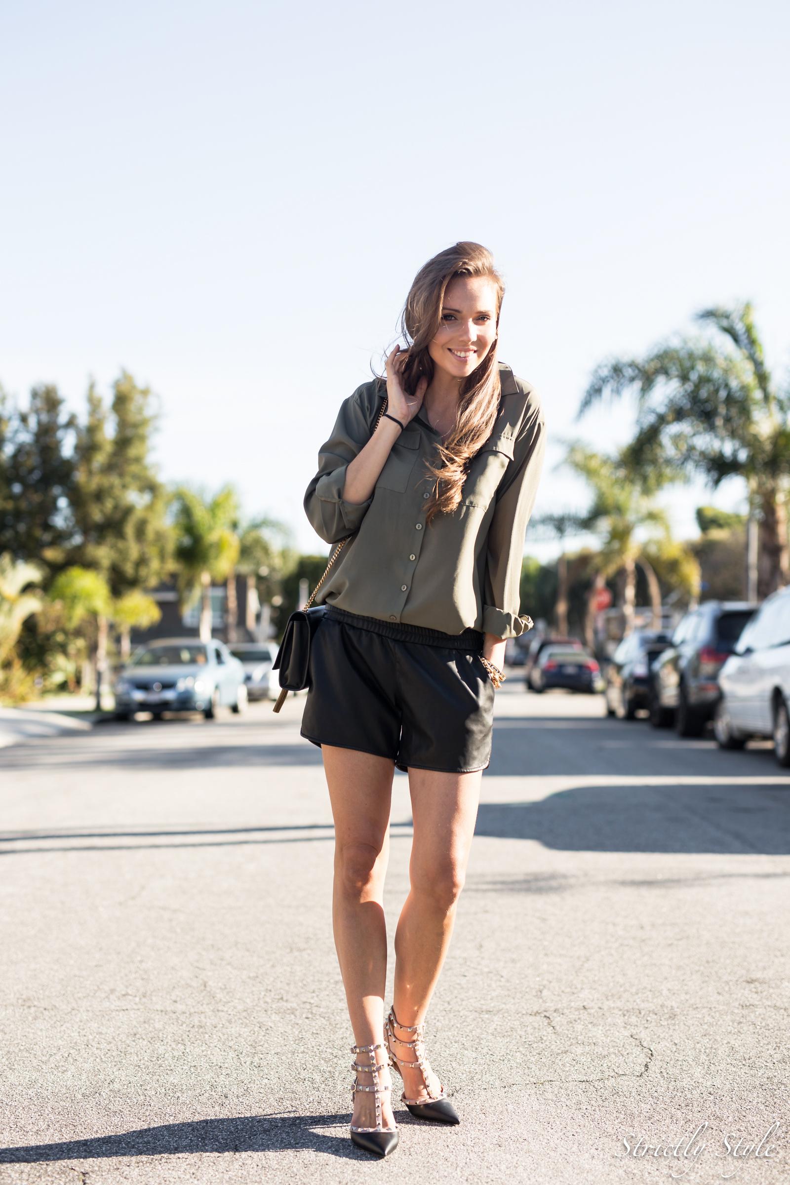 eka asu losissa valnrtino rockstuds black leather shorts-9849