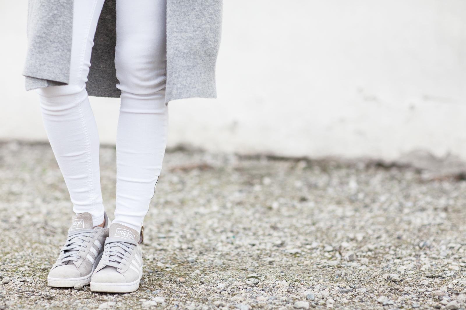 harmaa neule valkoiset housut long beach-5379