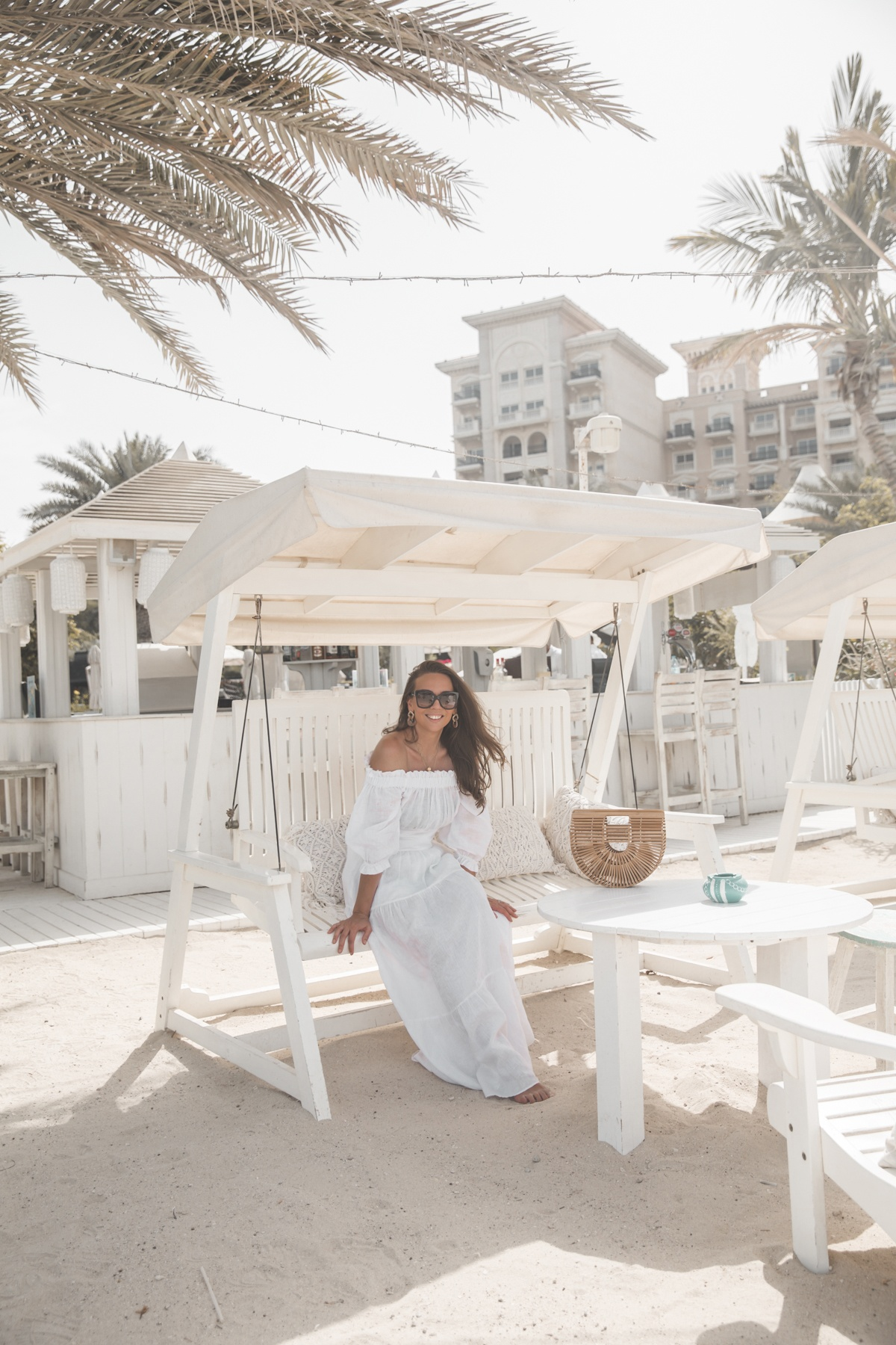 The Beach at JBR on Dubain parhaimpia ranta-alueita, jolta löytyy toimintaa jokaisen makuun: riippuliitoa, vesilautailua, banaaniveneilyä, kameliratsastusta ja.